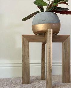 Diy Furniture Decor, Diy Garden Furniture, Wood Furniture, Diy Bedroom Decor, Small Furniture, Wooden Plant Stands, Diy Plant Stand, Diy Crafts For Home Decor, Creation Deco