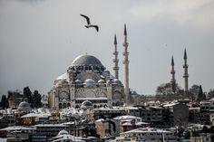 Istanbul et sa mosquée sous la neige