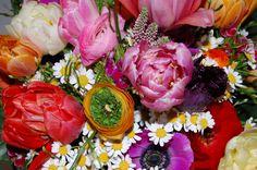 ♥♥♥Order and send beautiful #Birthdayflowers online with Bomboniera Flowers.Call Us on 020 3370 5773 or Visit http://www.bombonieraflowers.co.uk