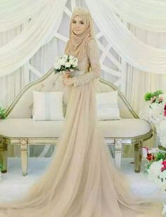 110 wedding hijab styles that are stunning - 110 wedding hijab styles that are stunning – page 1 Muslim Wedding Gown, Malay Wedding Dress, Muslimah Wedding Dress, Muslim Wedding Dresses, Muslim Brides, Wedding Attire, Bridal Dresses, Wedding Gowns, Dress Muslimah