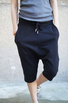 Our shorts exemplify the cool streetwear aesthetic. Modeled after athletic styles, this crepe pair has a cotton-trimmed elasticated waistband and dropped crotch silhouette. This dropped-crotch pair has a drawstring waist. Style yours at the weekend with a turtleneck and sneakers.  The model is wearing size S. MATERIALS - cotton CARE INSTRUCTIONS  -Dry clean -Hand wash -Machine wash 30 grad MEASUREMENTS GUIDE Size XXS (US 0, UK 4, Italian 34, French 32, German 30, Japan 1) bust - 32 inch/...