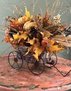 Gorgeously Crisp & Oxidized Rustic Fall Home decor ideas - Hike n Dip - - Change your home decor with the colors of nature. Since it's Autumn season, here are Rustic Fall home decor ideas, which are crisp, cheap & easy. Fall Home Decor, Autumn Home, Fall Wagon Decor, Fall Floral Arrangements, Pumpkin Centerpieces, Rustic Fall Centerpieces, Autumn Decorating, Decorating Ideas, Deco Floral