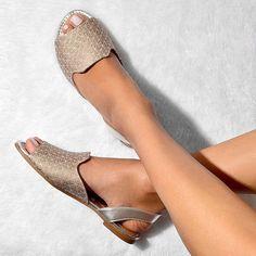 E tem novidade na área...!!Essa sandália lindaaa prata e cinza já é uma tendência da coleção primave - elianecalcadosbarra