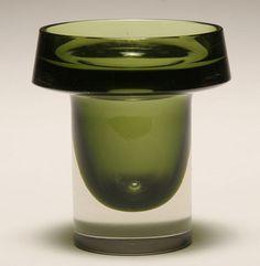 Kaj Franck for Nuutajarvi Notsjo, green glass sommerso vase, Finland Colored Glass Vases, Kosta Boda, Art Of Glass, Ceramic Tableware, Nordic Design, Glass Design, Decoration, Pottery, Ceramics