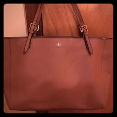 Tory Burch Handbag In great condition Tory Burch Bags Shoulder Bags