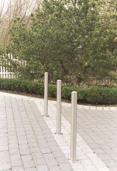 Mooie rvs antiparkeerpalen, verkrijgbaar in vaste, uitneembare en neerklapbare uitvoeringen. http://www.skwshop.nl/parkeerpalen-en-afzetpalen/rvs-afbakeningspalen