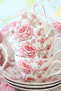 STAPELEN | CUPMANIA | CUPS and SAUCERS | leuketafel | STACKS of CUPS |  TEATIME| TEACUPS| TEALOVER | TEAPHOTOGRAPHY | pinned by http://www.cupkes.com/