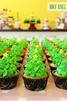 How to pipe Christmas Tree Forest Cupcakes | niner bakes
