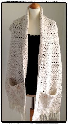 Sjaal met zakken én patroon.  Crochet scarf with pockets. madebYvon