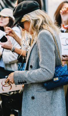 chanel reissue bag outfit Source by astasiav bag outfit Chanel Street Style, Street Style Outfits, Fashion Flats, Fashion Outfits, Fashion Parizian, Petite Fashion, Paris Fashion, Street Fashion, Winter Fashion