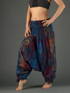 47 Chic Winter Pants Outfit Ideas That Would Great On You Lovely Style Harem Pants For Different Look Harem Pants Uk, Sarouel Pants, Harem Pants Outfit, Wide Leg Yoga Pants, Skirt Pants, Shorts, Uk Fashion, Boho Fashion, Style Indien