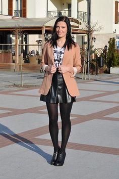 76746296aef6e2244fffda4928d5fda4--black-leather-skirts-hosiery.jpg (236×354)