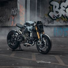Bikes Of The Week: 23 June, 2019 A ballistic cafe-slash-streetfighter Ducati Panigale. Very nice work from Thornton Hundred Motorcycles!A ballistic cafe-slash-streetfighter Ducati Panigale. Very nice work from Thornton Hundred Motorcycles! Ducati Scrambler Cafe Racer, Ducati Motorcycles, Cafe Racer Bikes, Honda Cb750, Cafe Racer Motorcycle, Moto Bike, Motorcycle Design, Bike Design, Custom Motorcycles
