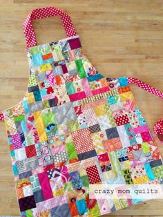 """scrap happy apron (crazy mom quilts) Today I """"borrowed"""" from the family couch time quilted that is in progress and … Scrap Fabric Projects, Fabric Scraps, Quilting Projects, Quilting Ideas, Crazy Quilting, Fabric Bags, Sewing Aprons, Sewing Clothes, Sewing Patterns Free"""
