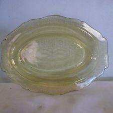 Federal Glass Patrician Spoke Yellow Amber Platter Server