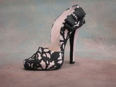 Fondant /gumpaste shoe cake topper by cakedreamsbyiris on Etsy, $45.00