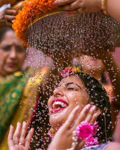 Indian Wedding Poses, Indian Wedding Couple Photography, Mehendi Photography, Bridal Portrait Poses, Wedding Stills, Wedding Rituals, Before Wedding, Wedding Photoshoot, Wedding Shoot