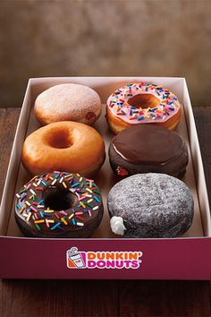 Dunkin' Donuts' 'Indian' Menu - how about mango doughnuts? Dunkin' Donuts which has entered India in partnership with Jubilant FoodWorks, has refashioned its menu to include items and flavors that cater to local tastes. Dunkin Dounts, Dunkin Donuts Menu, Delicious Donuts, Yummy Food, Coffee Nutrition, Baked Donut Recipes, Baked Donuts, Coffee And Donuts, Box Of Donuts