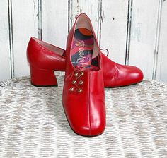 60s Red Leather Mod Low Heel Shoes Womens 7.5 Carnaby Street - For those who prefer to make a fashion statement in #vintage style, these MCM red leather shoes are kickazz!