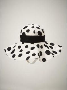 baby polka dot summer hat from gap.:)
