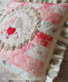Láska je vo vzduchu ♥...patrilo by to asi k februáru, tak snáď dovtedy nájdu vankúše majiteľa:-))