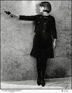 Ah ! Jeanne Moreau..... En 1968, dans le film de Truffaut, Jeanne Moreau incarne une mariée assoiffée de vengeance. Carré impeccable, silhouette sophistiquée...