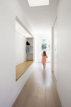 LIEU Chambourcy (78) PROGRAMME Réhabilitation MAÎTRE D'OUVRAGE privée PHASE livré Métamorphose à Chambourcy (300 m²) Comment transformer une maison des années 80, imprégnée de son style à l'améri...
