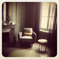 / Table Lalinde Sentou / Fauteuil Habitat / Vase ampoule Merci / Bougie Bonpoint