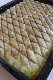 Baklava House and Happy Holidays – Keriman Ateş – # Ateş # … Baklava House und frohe Festtage – Keriman Ates – # Fire # … Easy Dinner Recipes, Easy Meals, Dessert Recipes, Pretty Cakes, Beautiful Cakes, Turkish Baklava, Ramadan Recipes, Non Stick Pan, How To Cook Eggs