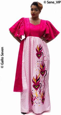 Cette robe est une pièce unique en son genre de par son mélange de brodé et de bazin. La spécialité de cette pièce est qu'elle est modulable à guise