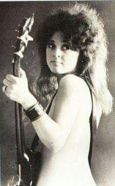 Suzi Quatro wearing my favorite outfit Female Guitarist, Female Singers, Rock And Roll Girl, Rock Queen, Women Of Rock, Bass, Rocker Girl, Guitar Girl, Rock Of Ages