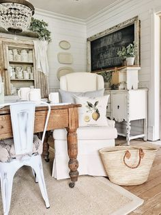 10 Spiritual Clever Hacks: Vintage Home Decor Living Room Layout classic vintage home decor shabby chic.Vintage Home Decor Diy Bathroom vintage home decor inspiration boho.Old Vintage Home Decor Shelves. Shabby Chic Vintage, Shabby Chic Dining, Estilo Shabby Chic, Shabby Chic Farmhouse, Shabby Chic Living Room, Country Farmhouse Decor, Shabby Chic Kitchen, Shabby Chic Style, Shabby Chic Furniture