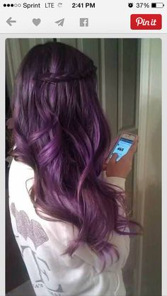 Dye your hair simple & easy to bright purple hair color - temporarily use vivid purple hair dye to achieve brilliant results! DIY your hair imperial purple with hair chalk Love Hair, Gorgeous Hair, Pretty Hair, Amazing Hair, Curls Haircut, Diy Haarfärbemittel, Weave Hairstyles, Cool Hairstyles, Easy Hairstyle
