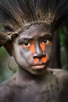 Dealing with humidity and low light in dark forests, Nick Rains put the Leica S2 to the test on a trip to Papua New Guinea: http://blog.leica-camera.com/photographers/guest-blog-posts/nick-rains-faces-in-the-forest-papua-new-guinea/
