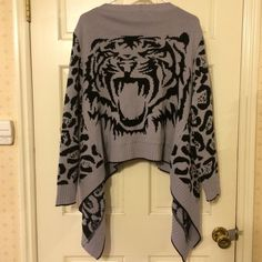 Forever 21 Gray Black Cheetah Tiger Open Sweater S Cute size small open front draped sweater from Forever 21. The front has a cheetah pattern on it, and the back has a tiger head. Only worn a few times!   I'm happy to bundle and offer 20% off purchases of 2+ items. I'm also always open to reasonable offers. Thanks for looking! Forever 21 Sweaters Cardigans