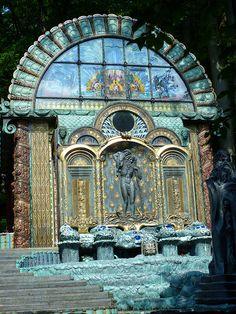 Wien, 14. Bezirk, Ernst Fuchs Museum (Hüttelbergstraße) - Jugendstil   Flickr - Photo Sharing! Art Nouveau, Amazing Architecture, Art And Architecture, Rudolf Hausner, Vienna Museum, Honeymoon Pictures, Mosaic Garden, Wonderful Places, Old World