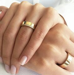Classic Wedding Rings, Gold Wedding Rings, Wedding Rings For Women, Wedding Bands, Couple Items, Gold And Silver Rings, Ring Verlobung, Beautiful Rings, Fashion Rings