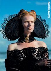 De foto heeft in het glossy magazine Avenue gestaan en is gemaakt door Maarten Schets. De kap is van de ontwerpster Elisabeth van der Helm, de kleding is modern, de sieraden zijn antiek.