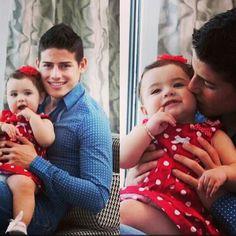 James RODRÍGUEZ con su hermosa hija Salome!