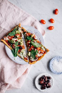 This Super Veggie Pizza w/ Sweet Potato Crust will turn any leftover veggies into a delicious pizza! And as a bonus, the crust is made in the blender! Healthy Dinner Recipes For Weight Loss, Healthy Snacks For Diabetics, Healthy Foods To Eat, Healthy Eating, Veggie Pizza, Healthy Pizza, Veggie Diet, Sin Gluten, Gluten Free