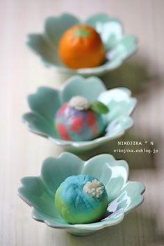 japanese sweets Japanese Treats, Japanese Food Art, Japanese Cake, Japanese Desserts, Cute Desserts, Asian Desserts, Desserts Japonais, Japanese Wagashi, Edible Art