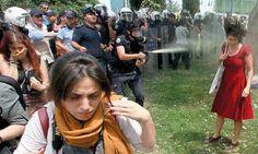 video de protestas en Turquia,la mujer de rojocuando esta siendo atacada con gas lacrimogeno