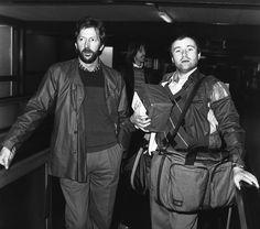 IlPost - Eric Clapton e Phil Collins all'aeroporto di Heathrow a Londra in partenza per Antigua dove registreranno un disco di Clapton (AP Photo/Press Association) - Eric Clapton e Phil Collins all'aeroporto di Heathrow a Londra in partenza per Antigua dove registreranno un disco di Clapton (AP Photo/Press Association)