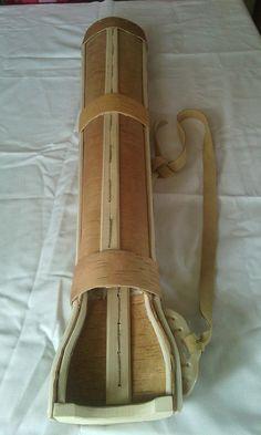 Carquois type mongole daprès une référence historique originale. En écorce de bouleau, les support de sangles en os, sangle en cuir.