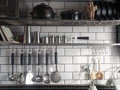 【賃貸DIY】キッチンパネルを耐水サブウェイタイル風に!|LIMIA (リミア)