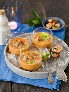 Geeiste Tomatensuppe mit Gurke und Crevetten Foto © Maike Jessen für ARD Buffet Magazin