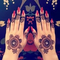 Henna tattoos are a beautiful and traditional way of doing temporary body art. Check out these 25 beautiful Henna tattoo designs to get you inspired! Henna Tatoos, Mehandi Henna, Mehndi Tattoo, Henna Tattoo Designs, Mehndi Art, Henna Art, Henna Nails, Tattoo Ideas, Design Tattoos