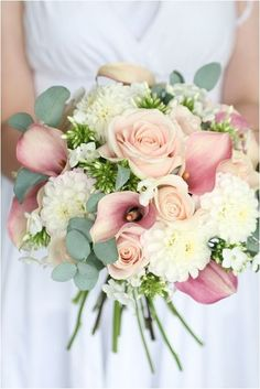 Gorgeous Colorful Summer Wedding Bouquets Ideas https://bridalore.com/2018/07/10/colorful-summer-wedding-bouquets-ideas/