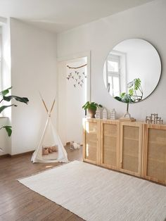 Ivar Projekt vollendet ✔️ #ivar #wienergeflecht #diy #diymöbel #ivarhack #connox #spiegel #tipi #aufbewahrung #pflanzen Couch, Shag Rug, Mirror, Design, Furniture, Home Decor, Beautiful Homes, Projects, Homes