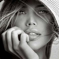 She has a lovely face, sparkling gaze and full lips. Black And White Portraits, Black White Photos, Black And White Photography, Foto Portrait, Female Portrait, Portrait Ideas, Beautiful Lips, Simply Beautiful, Gorgeous Women
